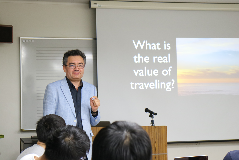 特別講義  | グローバル時代の芸術文化概論 ミゲル・ソーサ 「今日の芸術産業のためのレオナルド・ダ・ヴィンチの7つの発想」